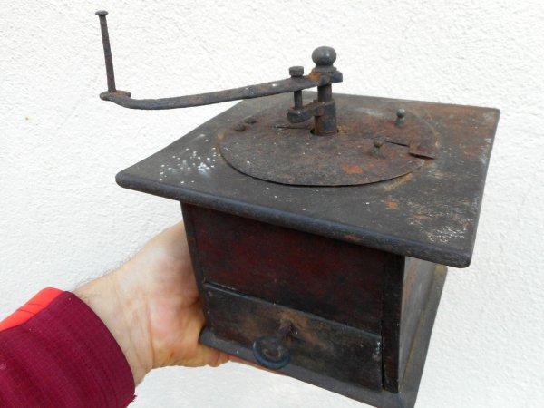 Ancien moulin à café Goldenberg à calottes plates pivotantes sans support