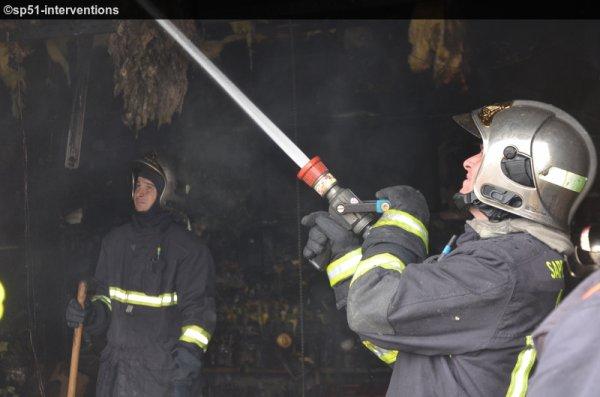SAMEDI 4 AVRIL 2015 - FEU DANS UN GARAGE HAMEAU DE VILLETTE A FISMES