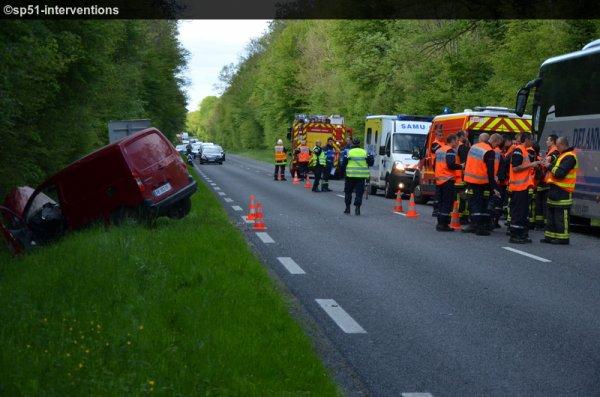 MERCREDI 20 MAI 2015 - COLLISION ENTRE VL ET CAR RD951 VILLERS-ALLERAND