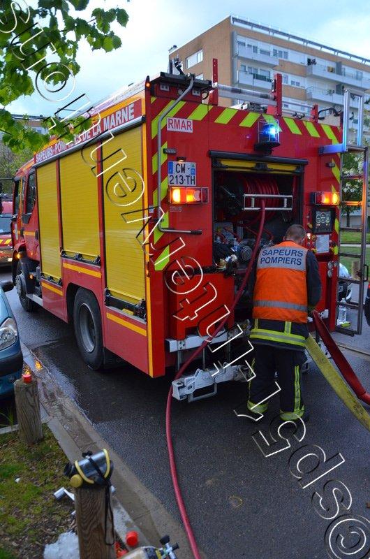 LUNDI 15 AOÛT 2016 - TROIS INCENDIES AVENUE BONAPARTE A REIMS