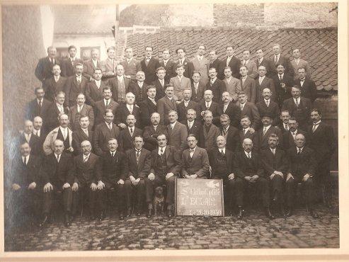 l ' éclair d'HAZEBROUCK le 26 10 1930 dans la cour du café