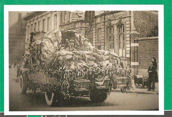 Hazebrouck aprés 14-18 l'emploi du pigeon voyageur - magnifique char rue de l'église