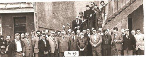 en 1979 à Boeschèpe ...réunion / pose photo hazebrouck gode etc ..