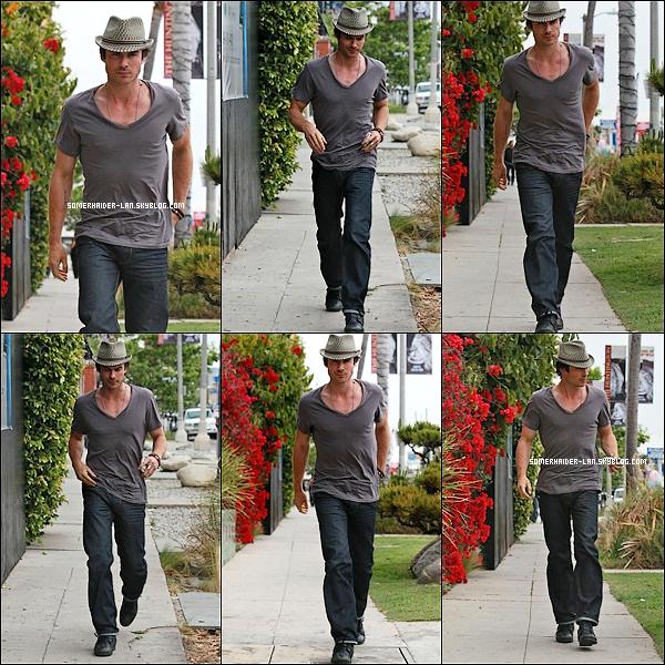 24 avril 2012 : Ian Somerhalder était dans West Hollywood puis découvre de nouvelles photos personnelles . Ajoutes-moi à tes amis ♥ - ajoute-moi dans tes favoris ♥ - Newsletter ♥