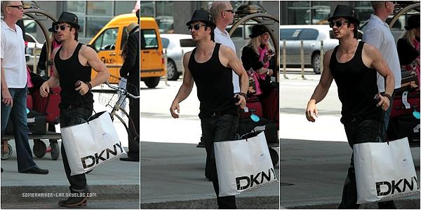 12 Mai 2012 : Ian a été photographié dans les rues de New York . Ajoutes-moi à tes amis ♥ - ajoute-moi dans tes favoris ♥ - Newsletter ♥