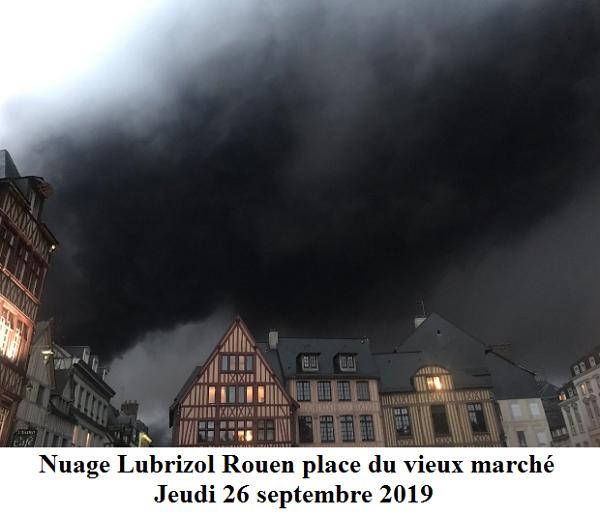 ROUEN nuage de fumée place du vieux marché jeudi 26 septembre 2019