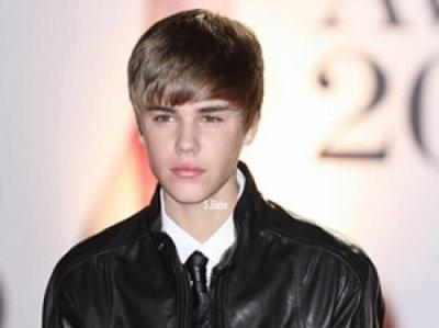 Deux fans ont réussi à rejoindre la chambre d'hôtel de Justin Bieber à Liverpool. Le chanteur est très énervé !
