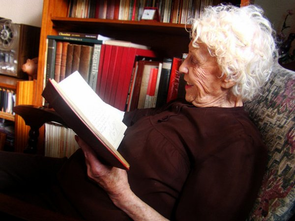 Speaking Two Languages Delays Dementia