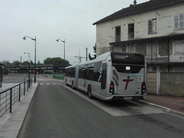 GX 437 n°250 sur la ligne 401 (Kéolis TICE)
