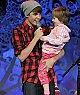 Justin Bieber et sa petite soeur sur scene <3