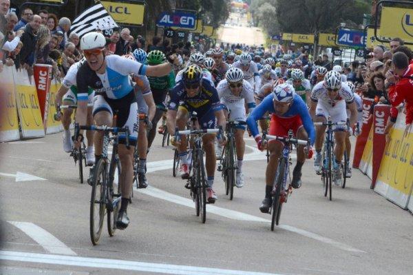 Critérium International 2013 (1ere étape) : Theo Bos remporte l'étape de plaine...