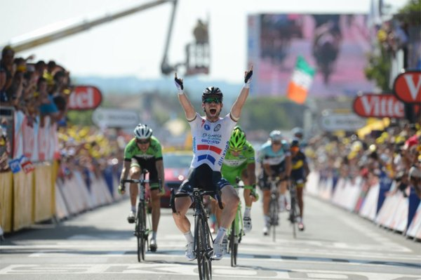 "Tour de France 2013 (13ème étape Tours / Saint Amand Montrond): Mark Cavendish remporte sa 2eme victoire et rentre un peu plus dans l'histoire, Christopher Froome perd 1'09"" sur une bordure..."