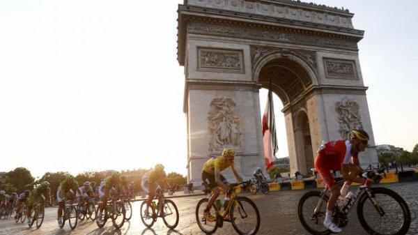 Encore un tour de l'Arc de Triomphe pour le Tour de France 2014...