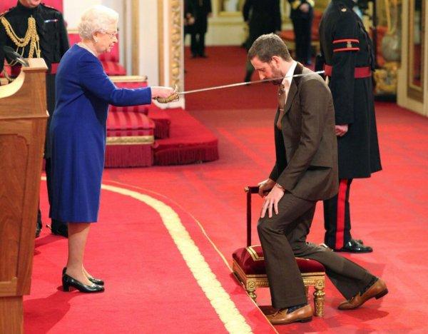 Bradley Wiggins élevé au rang de chevalier par la Reine Elisabeth...
