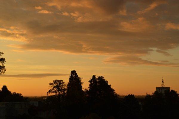 Ciel de cuivre au lever du soleil...