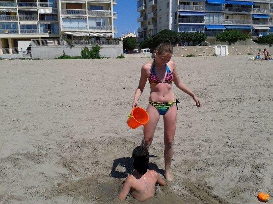 Moi et mon demi-frère à la plage.. ^^'