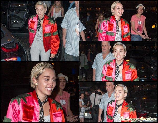 Miley a été vue en train de dîner au Soho House à New York ce 12 mai dernier.