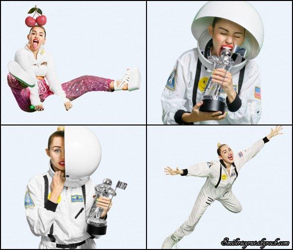 La magnifique Miley a fait une nouvelle promo pour les VMA 2015.