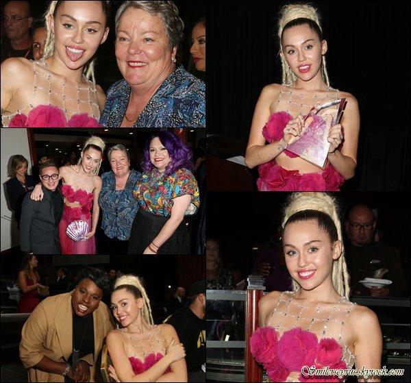 Ce 7 novembre Miley a participée au 46e gala d'anniversaire du Centre LGBT de Los Angeles.