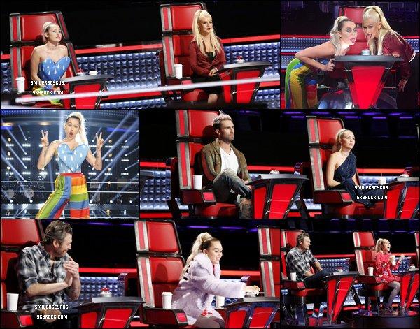 Durant cette 10ème saison de la célèbre émission The Voice USA, la magnifique Miley apparaîtra à l'écran en temps que conseillère clé au coté de Christina Aguilera  mais aussi d'Adam Levinne, Pharell William et Blake Shelton.
