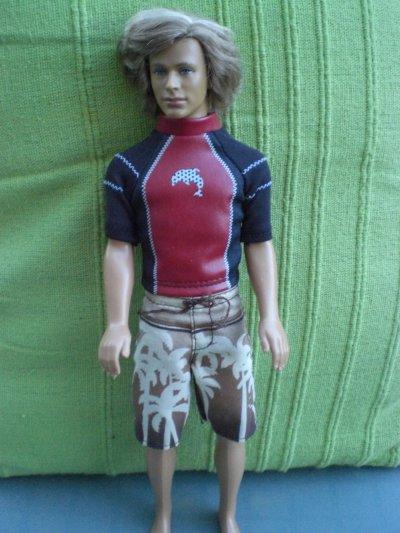 Ken surfeur