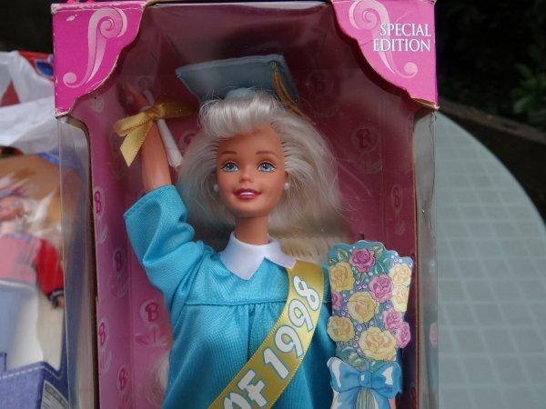 Barbie graduate 1998