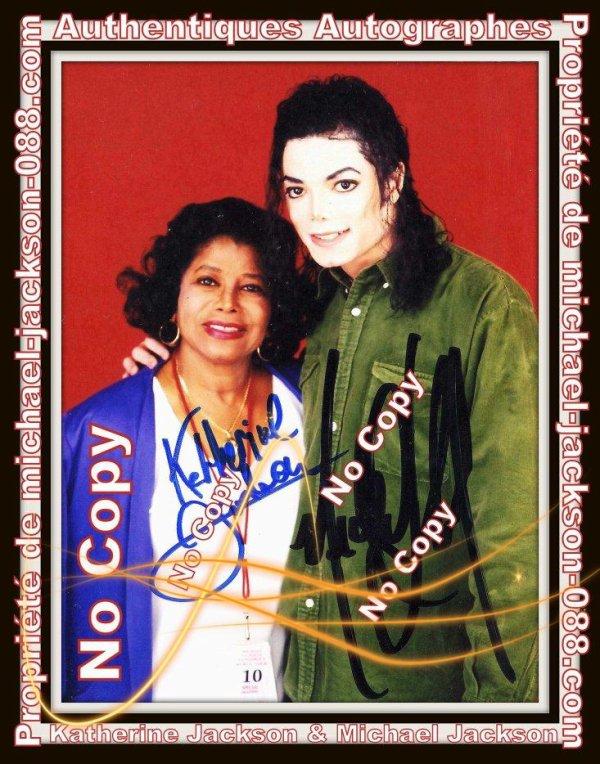 """"""" Article spécial """" : Authentiques Autographes de Michael & Katherine JACKSON en 1997 et 2003 + Autographe de Michael Jackson Signé sur 1 Photo avec James-Brown suivi de son Chiffre préféré """" le 7 """" écrit 3 fois !!!"""
