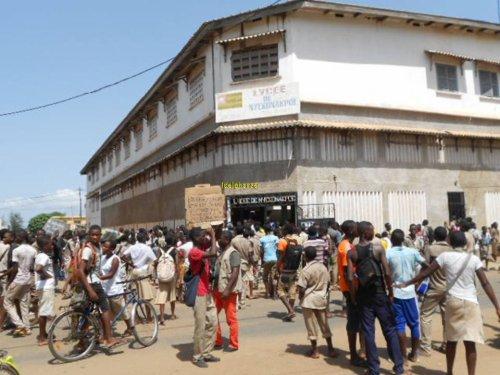 La menace de grève plane toujours sur la rentrée 2013 au Togo:  « Pas d'accord, pas de rentrée » dixit les enseignants togolais