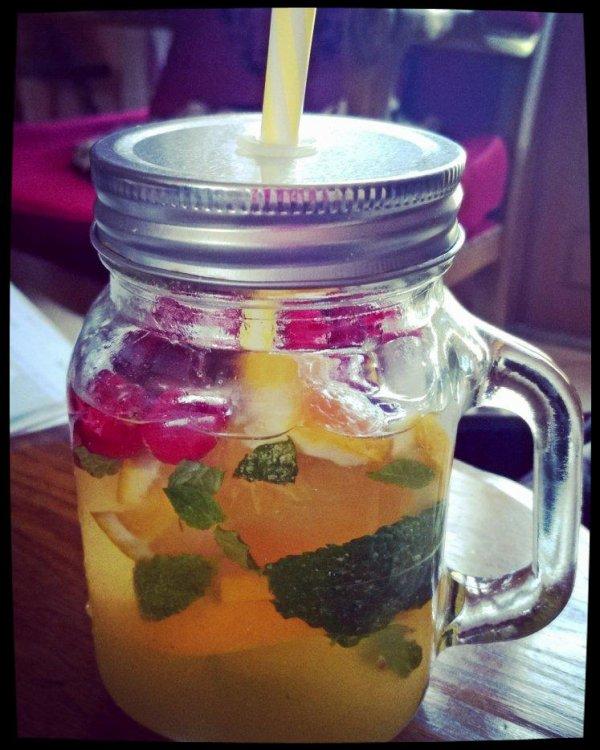 Detox water Orange Cranberry et menthe fraîche