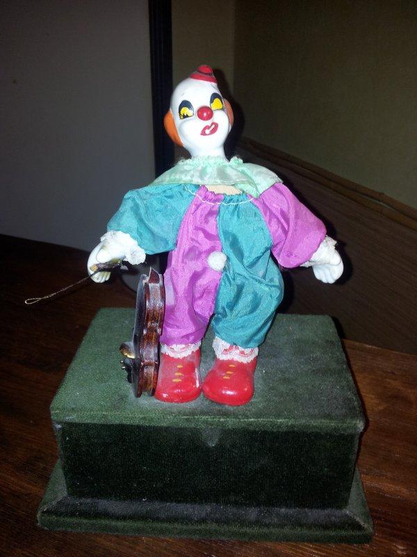 Clown ancien sur socle musique de chopin une collection unique