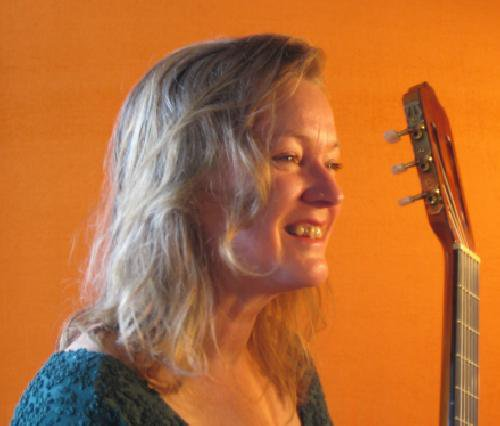 Découverte : Jane Maluka, une artiste de paix au service du monde (Elle chante l'amour, le pardon, l'union…)