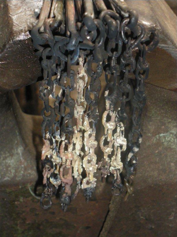 Les chaînettes de verrouillage des arceaux de bâche
