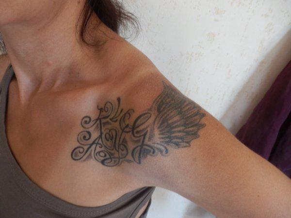 les initiales de mes enfants proteges par les ailes d'un ange <3